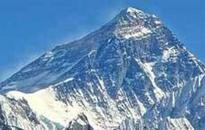 One-Legged Wonder Munne reaches Everest base camp