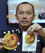Police cripple syndicate selling fake Selangor royalty paraphernalia