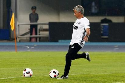 Mourinho hopes to avoid injuries on poor pitch in China