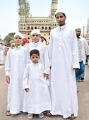 Traditional jubbah is the new fad among youth in Old City