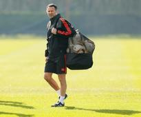 Soccer-Giggs ready to take United hot seat, says Robson