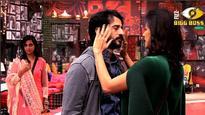 Bigg Boss 11| Hiten Tejwani's wife Gauri Pradhan hugs Arshi Khan and lashes out at Akash Dadlani and Hina Khan