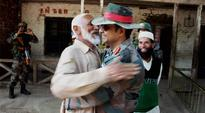Army gives Jadoo ki Jhappi to South Kashmir locals to calm down Valley