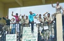 Protesting Egyptian cops block border crossing