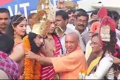 In chopper decorated as 'Pushpak Viman', 'Lord Ram' returns to Ayodhya
