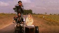 WHOA! Shashi was there with Jai and Veeru in 'Yeh Dosti Hum Nahi Todenge' song!