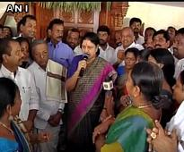 Amma and I have seen 1000 such Panneerselvams, used to threats: Sasikala