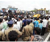 Police arrest hundreds for blocking Hyderabad-Bangalore highway