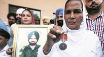 More return martyrs medals to join chorus against Punjab govt apathy