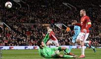 Rooney stars as Man Utd close in on knockout stages