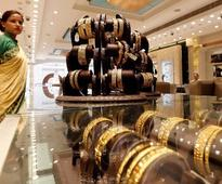 Planning to buy Gold this Dhanteras? Here are the major Indian retailers