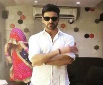 Vivek Dahiya reaches 400k followers on Instagram; posts a funny video with Mona Singh