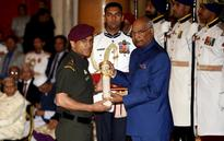 MS Dhoni conferred with Padma Bhushan award, Twitter pours love