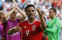 Robson-Kanu starts as Wales make three changes for England clash