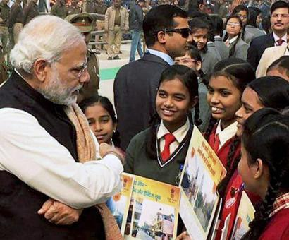 Youth hurls pamphlet at PM's cavalcade in Varanasi to 'oppose his visit'