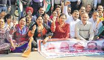 Bharat bandh: people still in queues, Congress protest against cash ban fails to...