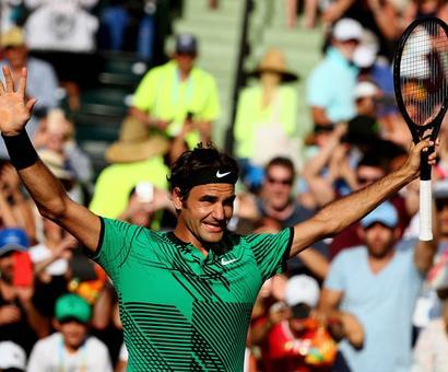 PHOTOS: Federer survives scare to enter semis, Wozniacki in final