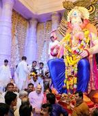 Amit Shah on Mumbai Ganesh darshan but ignores Uddhav