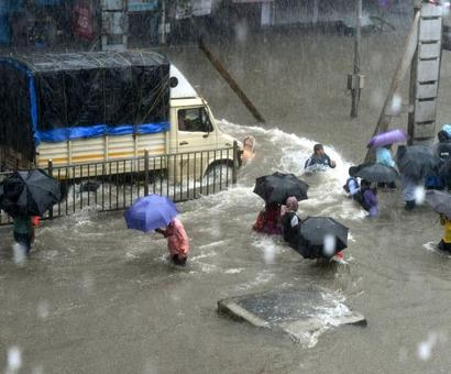 Mumbai told to stay indoors as heavy rainfall expected