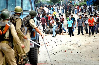 Police, CRPF being trained to handle stone pelting: CRPF DG