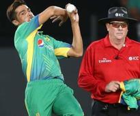 Treat Aamir with respect, says Sunil Gavaskar