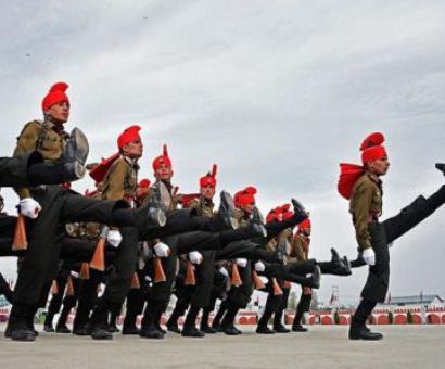 Amid calls for 'azadi' in Kashmir, 300 don Indian Army uniform