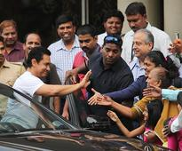 Dilip Kumar to be Discharged Tomorrow. Aamir Khan Visits Actor