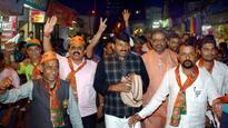 BJP MP Manoj Tiwari's car attacked in Mumbai