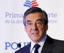 French conservatives back Fillon for president, left flounders