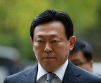 Seoul court denies arrest warrant for Lotte Group chairman; corruption probe continues