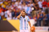 Higuain does not want to extend Napoli contrac... Gonzalo Higuain #9 of Argentina reacts after missing a scoring chance agains...