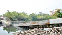 30 women hurt as temporary bridge collapses