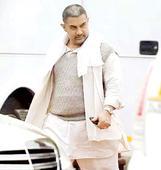 Aamir Khan feels the chill in Delhi