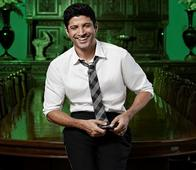 Know Why Farhan Akhtar Wants to Visit Khairabad!