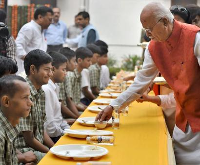 Advani celebrates 90th birthday with visually challenged children