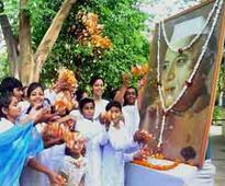 Modi, Sonia pay homage to Nehru on 52nd death anniversary