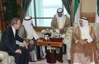 Amir receives UN chief, delegation  Accept peace plan, Ban urges Yemeni factions