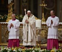 Pope makes call to spread faith at Easter vigil