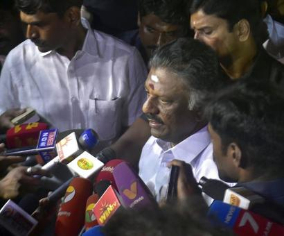 'Betrayer, Unstable': After OPS' revolt, Team Sasikala begins the name calling
