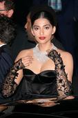 Sonam Kapoor chilling with Karlie Kloss, Irina Shayk at Cannes