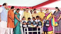 No books, only tablets in coming days: CM