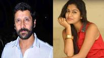 Akshita helped Vikram in Iru Mugan?