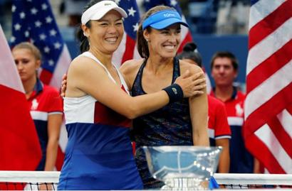 Hingis wins second Slam in two days!