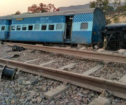 52 injured after Mahakaushal Express derails, railways order probe