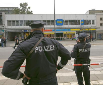 Knife-wielding man kills 1, injures 4 others in German supermarket