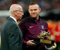 Sir Bobby Charlton backs Wayne Rooney to smash his Manchester United goalscoring record