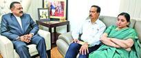 Udhampur Martyr Capt Tushar Mahajan's parents meet Dr Jitendra