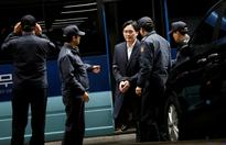 Jailed Samsung chief can get plenty of visitors, may still play a corporate role