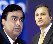 Reliance JioInfocomm and Reliance Communications sign spectrum pacts