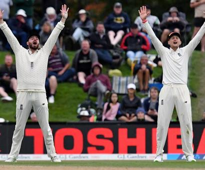 Bad light hinders England bid for victory in 2nd Test